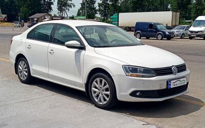 Volkswagen-Jetta-2012-(1)
